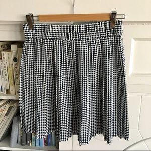 Banana Republic pleated skirt - size 2
